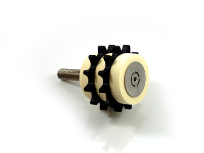 Duplex chain lubrication with lubrication pinion